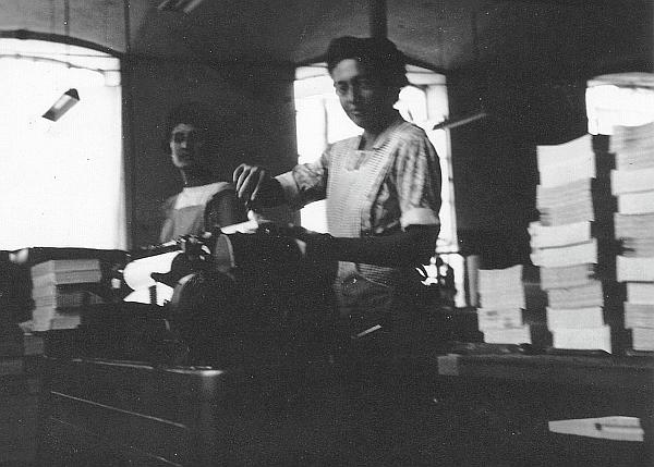 cartiera-1952- Teresa ai quaderni