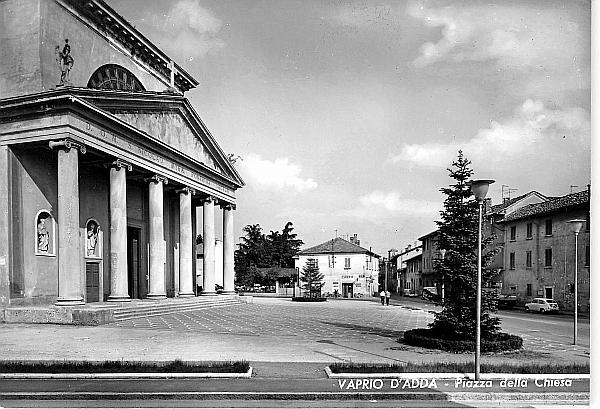 Vaprio d'Adda-piazza Chiesa 3