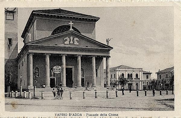 Vaprio d'Adda-piazza Chiesa