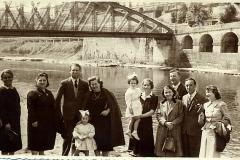 famiglia sotto il ponte