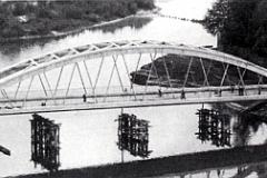 1957- Il ponte è quasi ultimato
