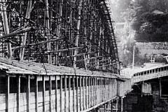 Il nuovo ponte sopra quello di ferro