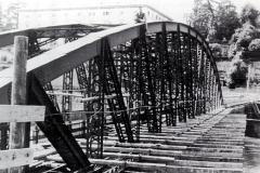 Il ponte di ferro sta per essere ricoperto